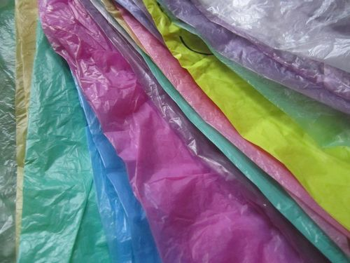 Sacs multicolores pliés