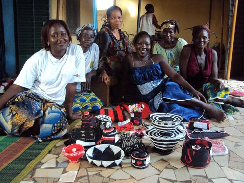 Photo des femmes avec corbeilles BD