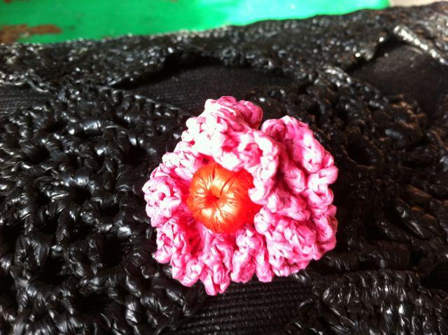 Fleur rose sur noir