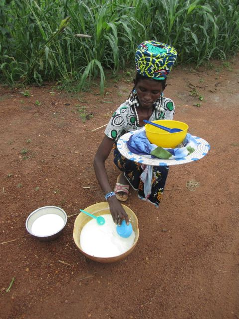 Femme peule lait