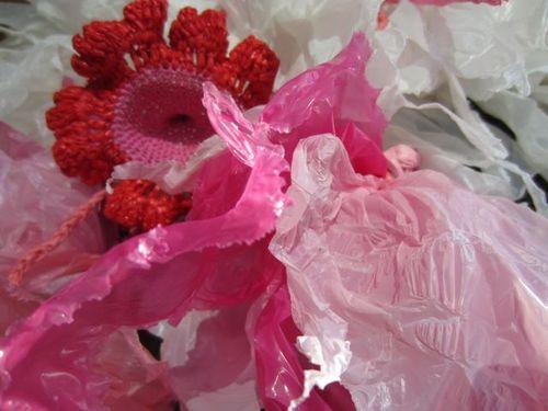 Plastique roses et crochet