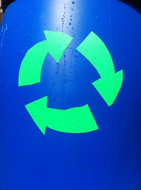 Logo recyc bidon bleu